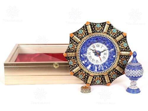 هدیه نفیس مدیریتی شامل ساعت خاتم کاری و شکلات خوری میناکاری همراه زعفران اعلاء قائنات در جعبه دکوراتیو و بسیار زیبا PVC