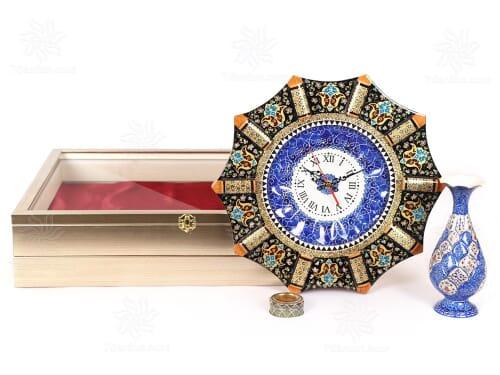 مجموعه صنایع دستی نفیس اصفهان شامل ساعت خاتم گلدان میناکاری و زعفران اعلاء در جعبه دکوراتیو زیبا