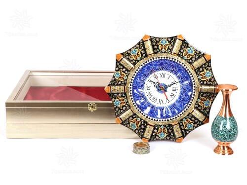 هدیه نفیس مدیریتی شامل ساعت خاتم کاری و گلدان فیروزه کوب همراه زعفران اعلاء قائنات در جعبه دکوراتیو و بسیار زیبا PVC