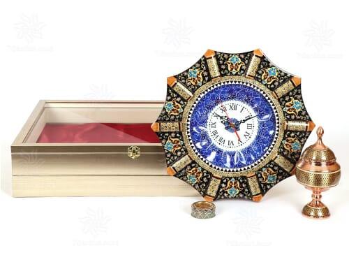 هدیه نفیس مدیریتی شامل ساعت و شکلات خوری خاتم کاری همراه زعفران اعلاء قائنات در جعبه دکوراتیو و بسیار زیبا PVC
