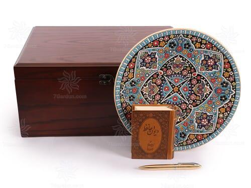 خرید هدیه خاص صنایع دستی بشقاب سفال همراه با کتاب چرم و قلم با جعبه چوبی نفیس