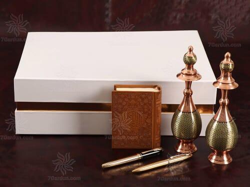 صنایع دستی مس و خاتم شامل تنگ صراحی و کتاب چرم و قلم با جعبه نفیس مناسب هدایای تبلیغاتی و متفاوت