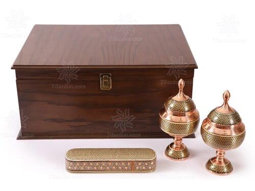 صنایع دستی نفیس اصفهان شامل شکلات خوری و قلمدان و کتاب جلد چرم مناسب خرید هدیه خاص روز مادر