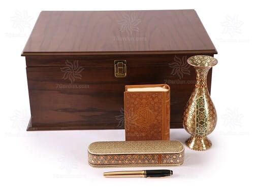 هدایای صنایع دستی شامل گلدان تمام خاتم کتاب چرم قلمدان و خودکار در جعبه چوبی نفیس مناسب هدیه به عزیزان