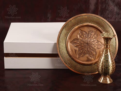 مجموعه صنایع دستی نفیس شامل گلدان تمام خاتم همراه بشقاب مس و خاتم در جعبه مقوایی زیبا مناسب هدایای سازمانی
