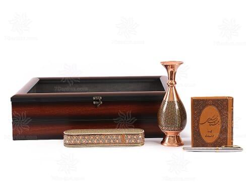هدایای ایرانی و نفیس شامل گلدان صراحی خاتم کتاب چرم قلم و قلمدان در جعبه زیبای pvc