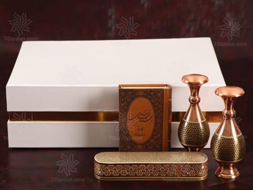 صنایع دستی نفیس ایران شامل دو گلدان صراحی خاتم کتاب چرم و قلمدان همراه جعبه مقوایی زیبا