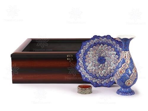 صنایع دستی vip شامل گلدان وبشقاب میناکاری و زعفران با جعبه pvc